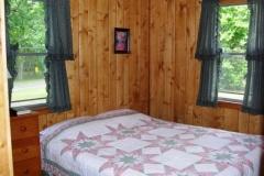 queen-bed-cabin-11-cs