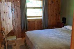 C17-Queen-Bedroom-North
