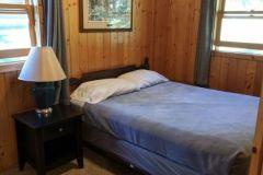 C17-Queen-Bedroom-South