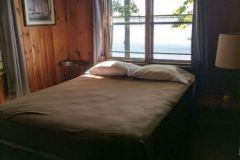 C20-Queen-Bedroom-Lakeside