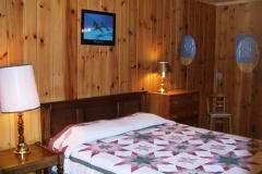 queen-bed2-cabin-20-cs