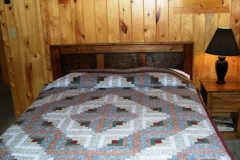 queen-bed2-cabin-5-cs
