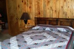 queen-bed-cabin-5-cs